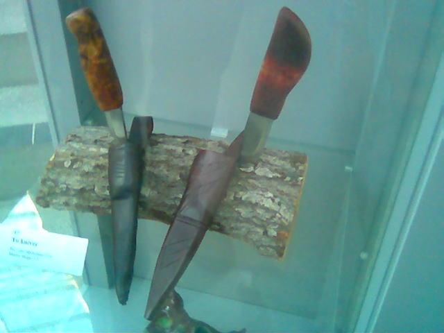 Kniver i år. Vedkubbe i fjor