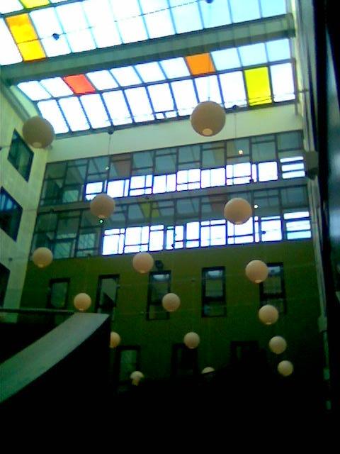 Geometriske former i spisesalen på Scandic Nedre Elvehavn