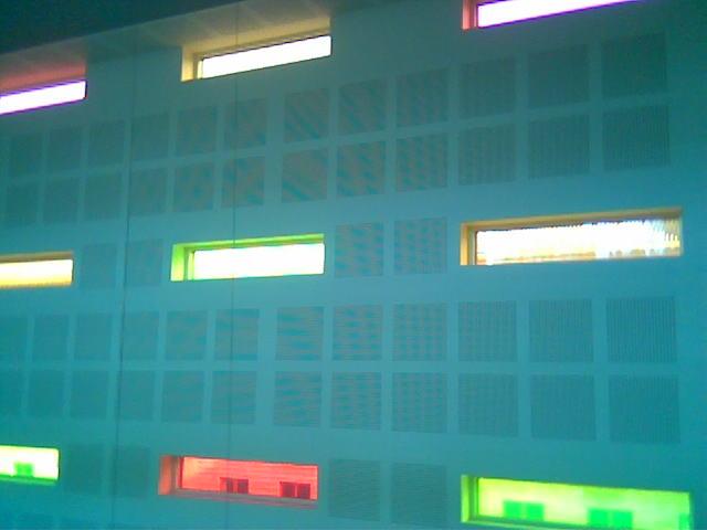 Hvorfor er det ikke flere farvede vindusflater i verden?