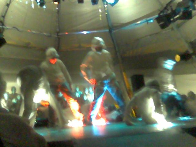 Jerven danser (hip-hop style). Lenke til side med mobilbilder fra bygdaspelet Der Stjernan Bor