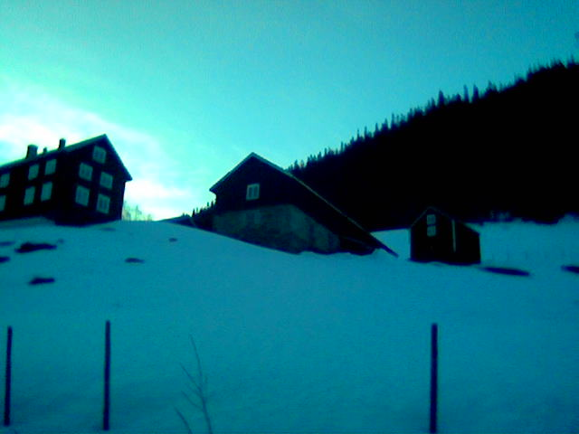 Firkanttun i Nordli. Sett på vei hjem fra ungdomskonferanse på Inderøy kom jeg over dette perfekte firkanttunet i Nordli. Mer om det til sommeren!