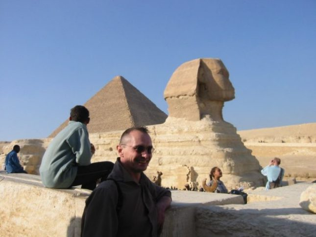 In front of the sphinx :: Link to my Egyptian on-line travel log of December 2002