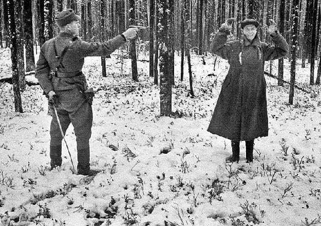 Henrettelse av foraktfullt smilende sovjetisk spion, Rukajärvi, Finland, november 1942 (Klikk for større bilde!)