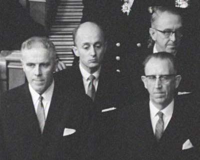 Per Borten Sr. gjekk bort :: Saman med Borten ser me statsrådane Kåre Willoch, Bjarne Lyngstad og Egil Aarvik